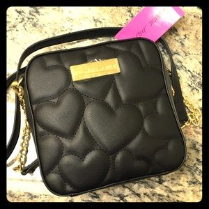 🖤NWT🖤 BETSEY JOHNSON Quilted Hearts Crossbody